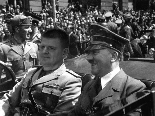 Kim Og Hitler